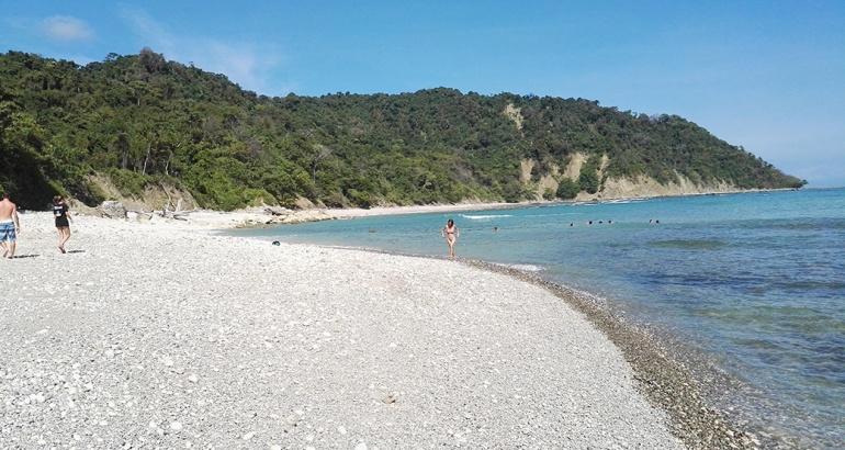 El sendero de tres horas que me lleva a una playa virgen en Costa Rica