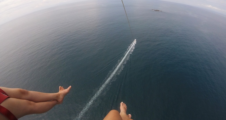 Mi primera vez haciendo 'parasailing' en Manuel Antonio